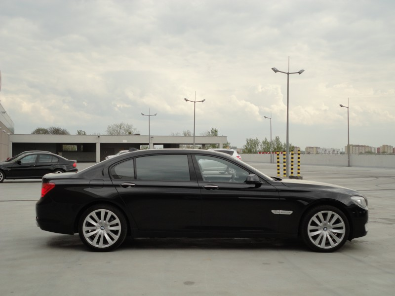 Przeglądasz: BMW F02 750LXi 2011r. czarne