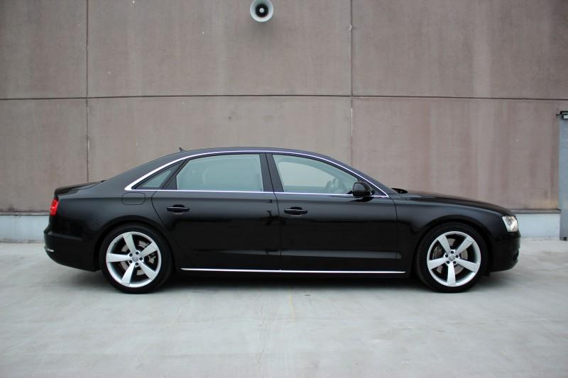 Przeglądasz: Audi A8 LONG 4.2 TDI Full 2011 r.