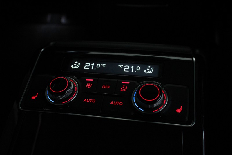 Przeglądasz: Audi A8 LONG 4.2 TDI 2011 r.