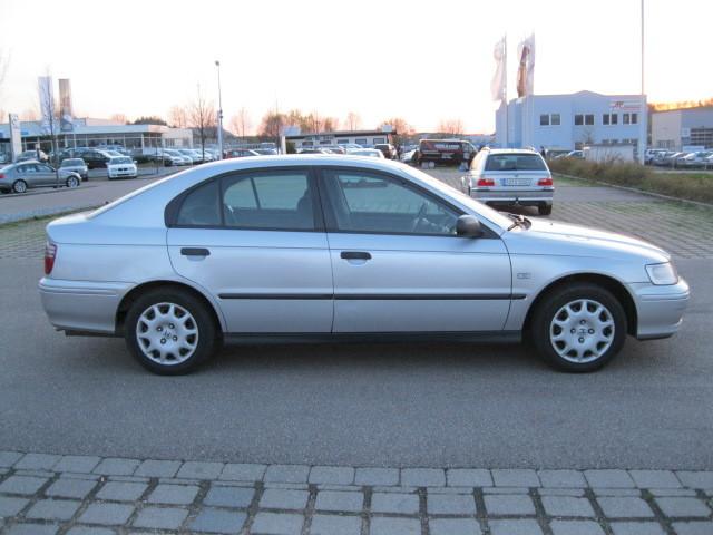 Przeglądasz: Honda Accord 1.8 Vtec 2001 r.