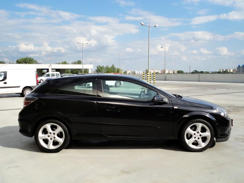 Przeglądasz: Opel Astra III OPC 1.9 CDTI 2005 r.