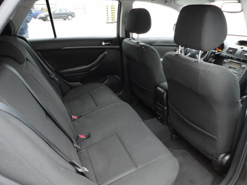 Przeglądasz: Toyota Avensis 2.0 D-4d 2005 r.