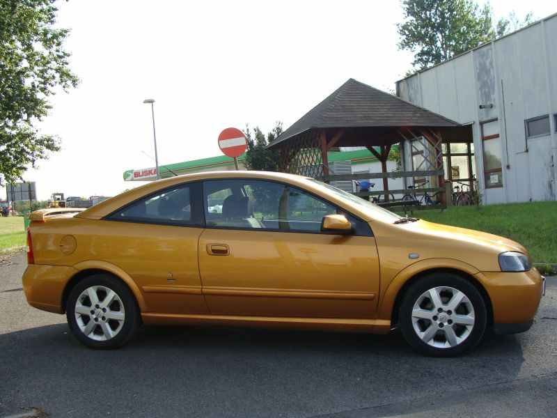 Przeglądasz: Opel Astra Bertone 1.8 2000 r.