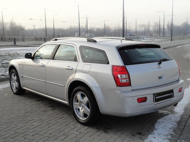 Przeglądasz: Chrysler 300C 3.5 AWD 2005 r.