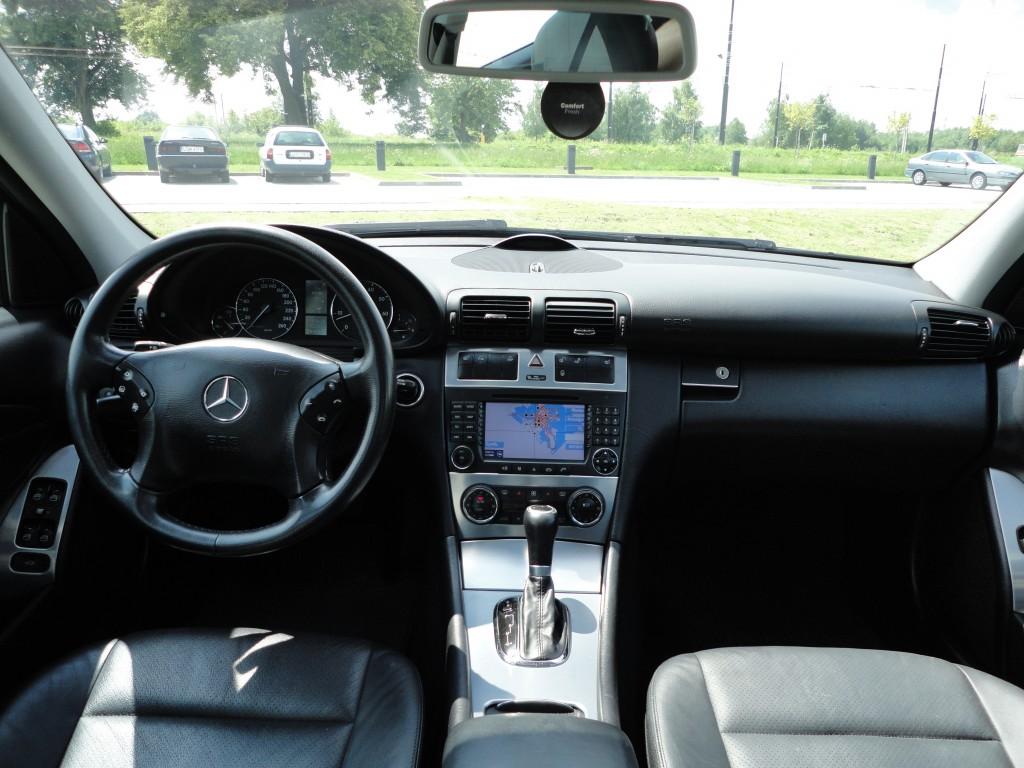 Przeglądasz: Mercedes C 240 4MATIC 2004 r. 2