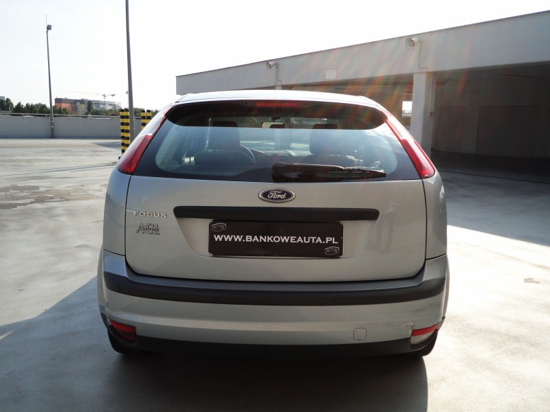 Przeglądasz: Ford Focus 1.6 2005 r. srebrny