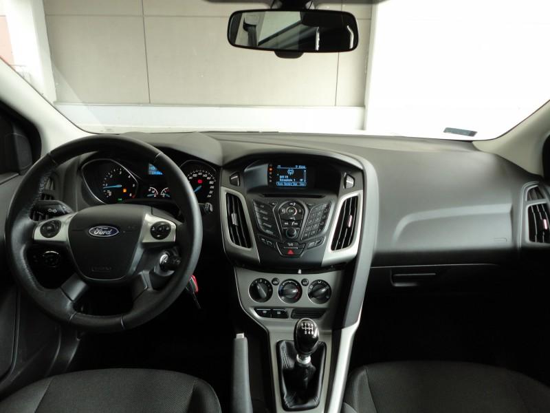 Przeglądasz: Ford Focus Trend 2013 r. 23% VAT srebrny 1
