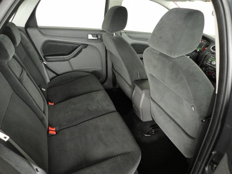 Przeglądasz: Ford Focus GHIA 1.6 2005 r.
