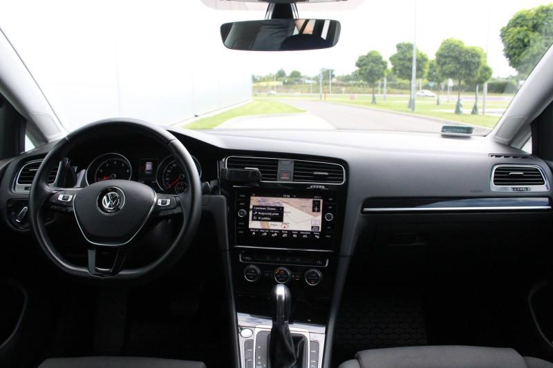 Przeglądasz: VW Golf R-Line DSG 2017 r.