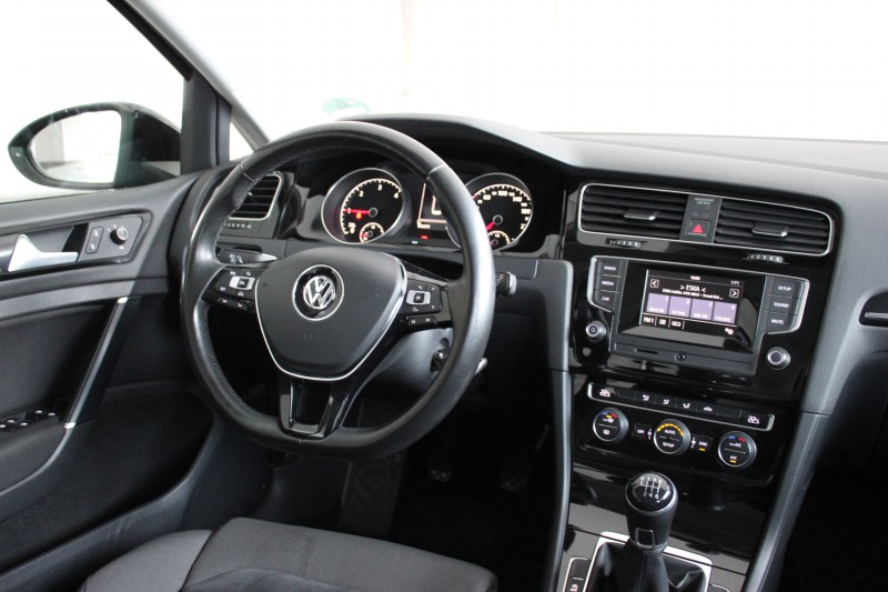 Przeglądasz: VW Golf Highline 2.0TDI 2014 r. VAT 23%