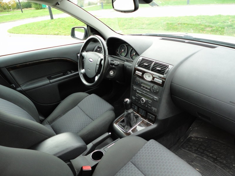 Przeglądasz: Ford Mondeo 2.0 2004 r.