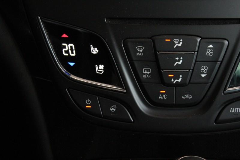 Przeglądasz: Opel Insignia CDTi 4x4 Executive 2015 r. VAT 23%