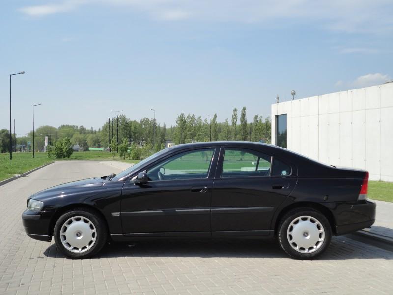 Przeglądasz: Volvo S60 2.5T 2003 r. czarne