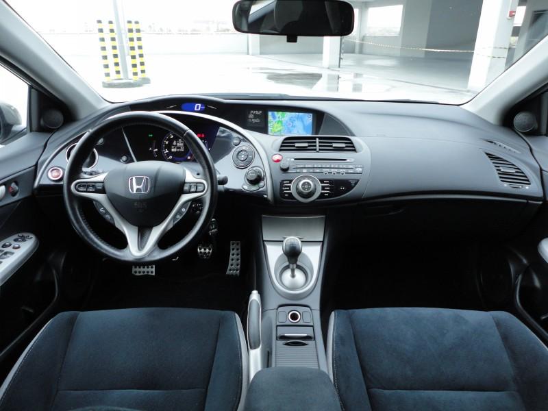 Przeglądasz: Honda Civic 1.8 Vtec 2006 r.