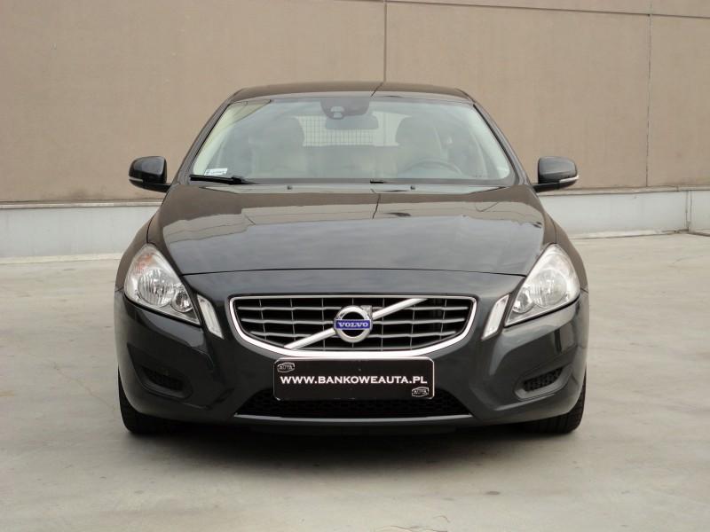 Przeglądasz: Volvo V60 D2 Momentum 2011 r.