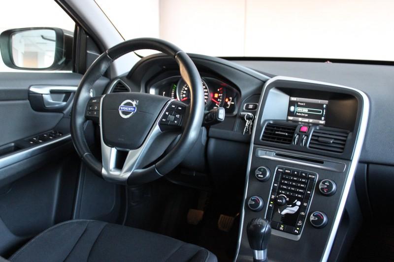 Przeglądasz: Volvo XC60 D5 brązowe 2014 r.