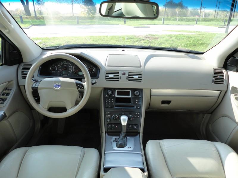 Przeglądasz: Volvo XC90 2.4 2005 r.