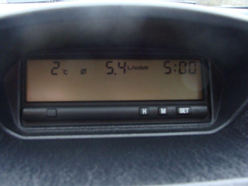 Przeglądasz: Mitsubishi Carisma 1,6  2001 r.