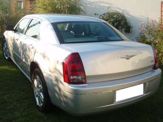 Przeglądasz: Chrysler 300C 4x4 2006 r.