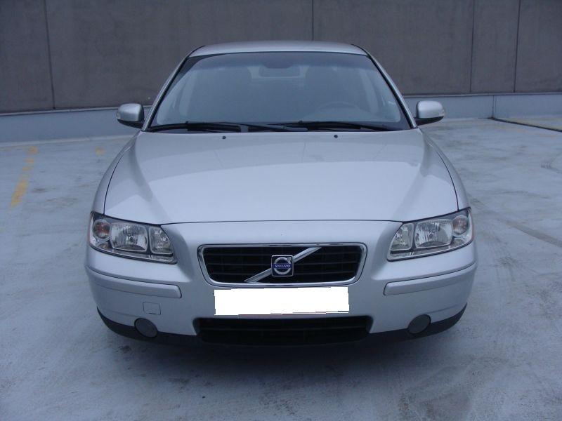Przeglądasz: Volvo S60 2.4 D5 2007 r. srebrne