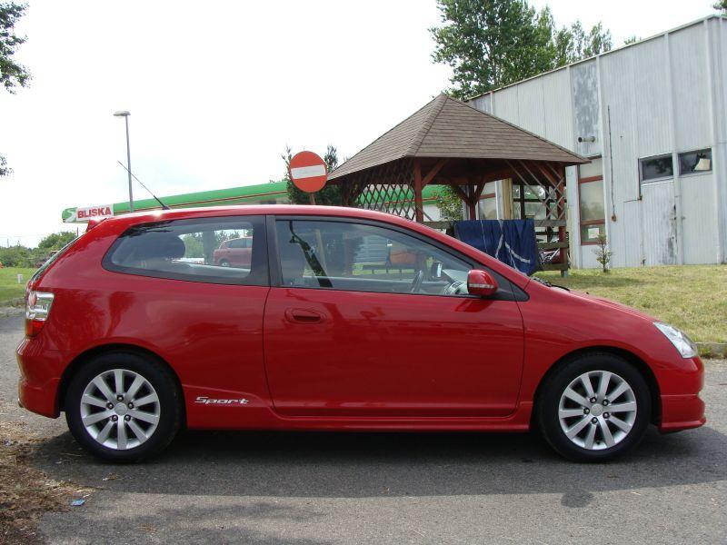Przeglądasz: Honda Civic Vtec Sport 2004 r. czerwona