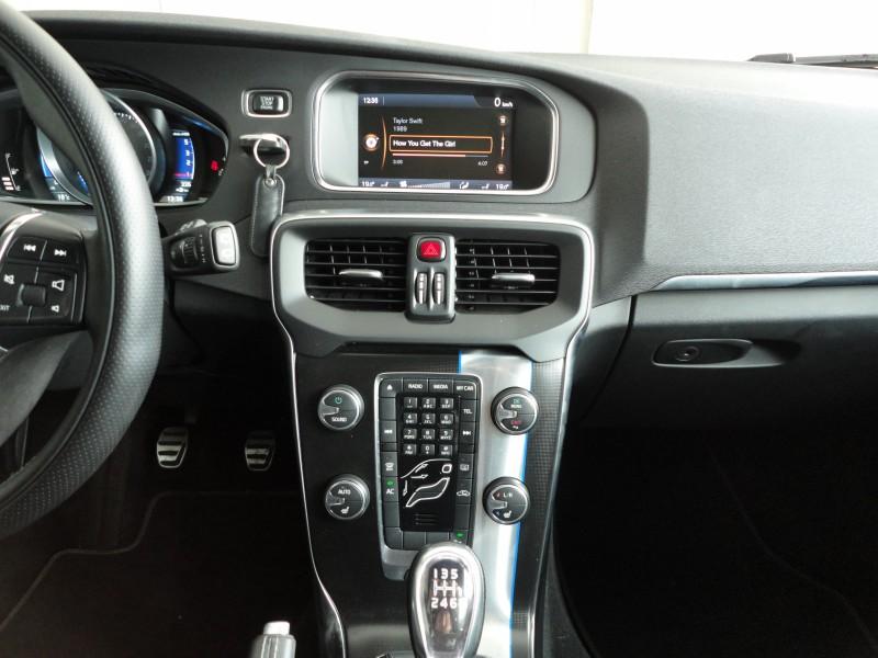 Przeglądasz: Volvo V40 2.0 R-design 2013 r.