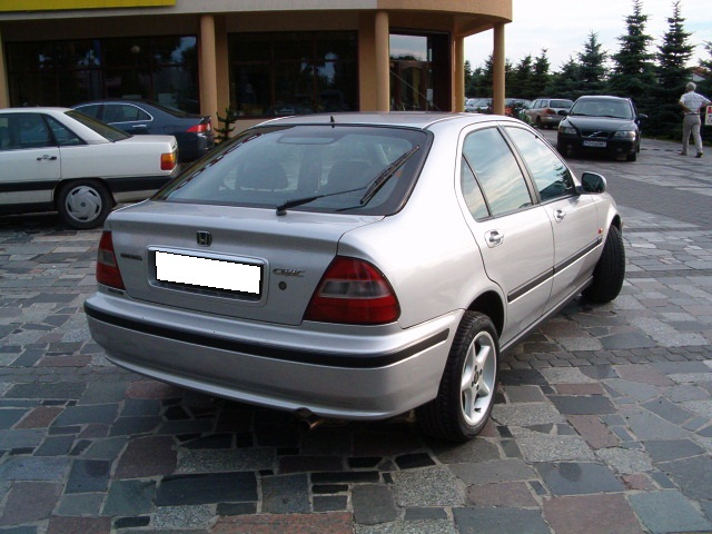 Przeglądasz: Honda Civic Vtec  2000 r. srebrna 2